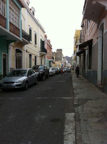 Une rue typique de Mindelo
